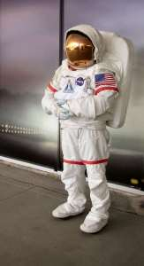 astronaut-full-1432989-639x1177