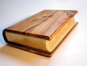 bible-1423861-639x485