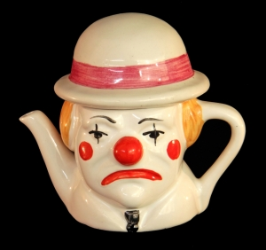 clown-teapot-1412582-639x600