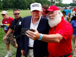 donald-trump-and-santa